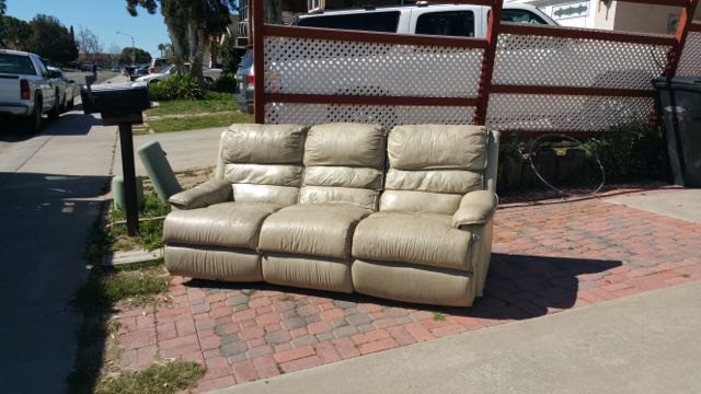 Beautiful Full Service And Curbside Couch Removal